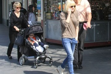 Anna Faris Anna Faris and Family Out in West Hollywood