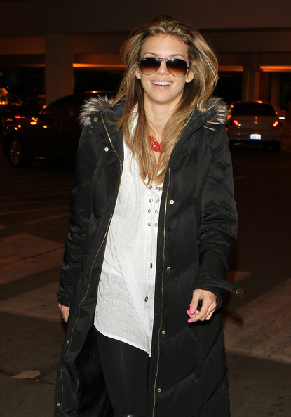 http://www1.pictures.zimbio.com/fp/AnnaLynne+McCord+Arriving+LAX+Airport+EVj9bro00RLl.jpg