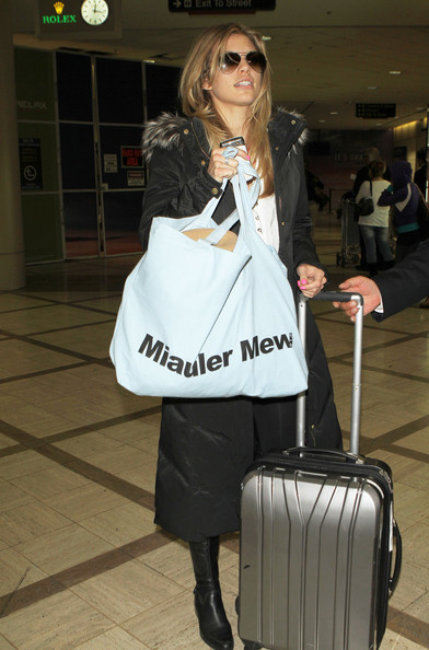 http://www1.pictures.zimbio.com/fp/AnnaLynne+McCord+Arriving+LAX+Airport+RdHgr6oe8_el.jpg