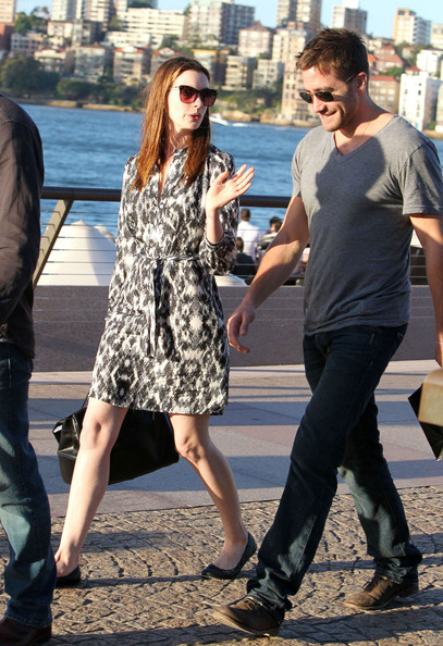 Anne Hathaway Anne Hathaway & Jake Gyllenhaal take a walk around the Sydney ...