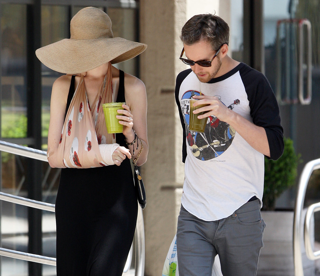 Anne Hathaway Boyfriend: Anne Hathaway And Adam Shulman Do Some Shopping In NYC