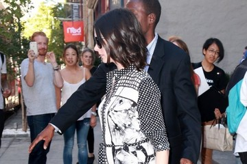 Anne Hathaway Anne Hathaway Steps Out in NYC