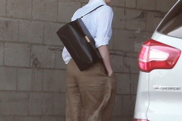 Anne Hathaway Anne Hathaway Heads to a Meeting in Hollywood