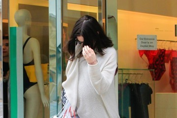 Anne Hathaway Anne Hathaway Leaves a Lingerie Store in Beverly Hills