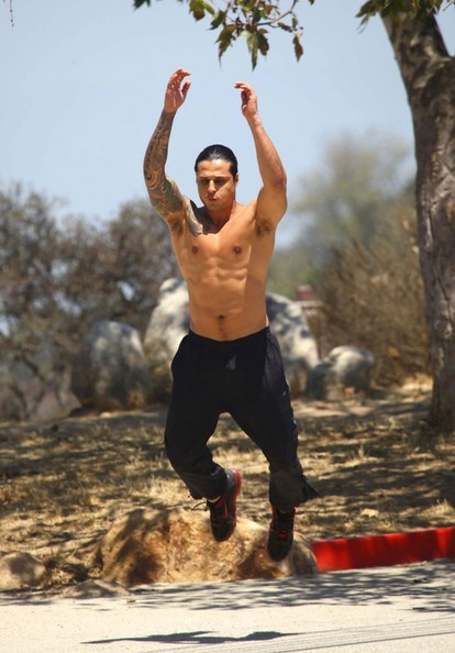 Ash armand pictures ash armand works out in the - Hollywood hills tv show ...