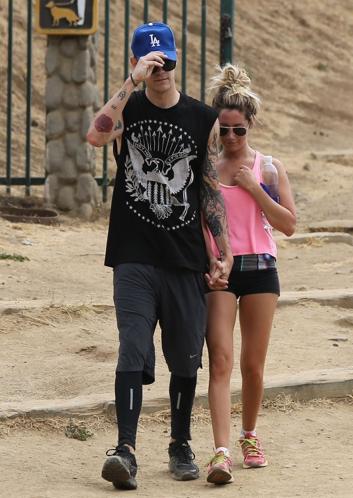 Who dating ashley tisdale