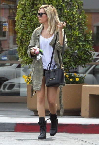 Ashley Tisdale[3] - Page 37 Ashley+Tisdale+Ashley+Tisdale+Stops+Nail+Salon+kL1ulY1JdIql