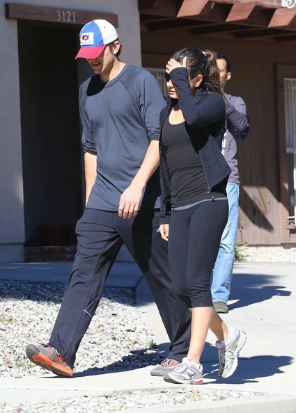 Ashton Kutcher - Mila & Ashton Out For A Saturday Morning Walk