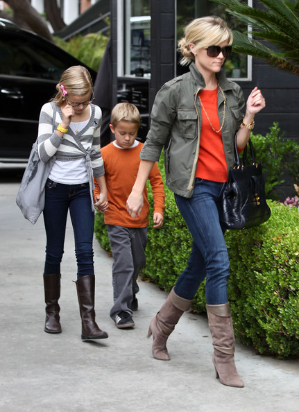 Ava Phillippe Actress Reese Witherspoon and her two kids Ava and Deacon