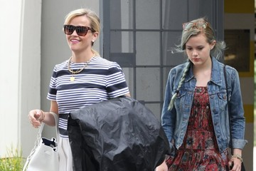 Ava Phillippe Reese Witherspoon Shops With Her Daughter in Beverly Hills