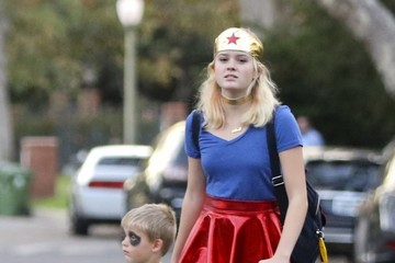 Ava Phillippe Ava Phillippe Takes Brother Tennessee Out Trick-Or-Treating
