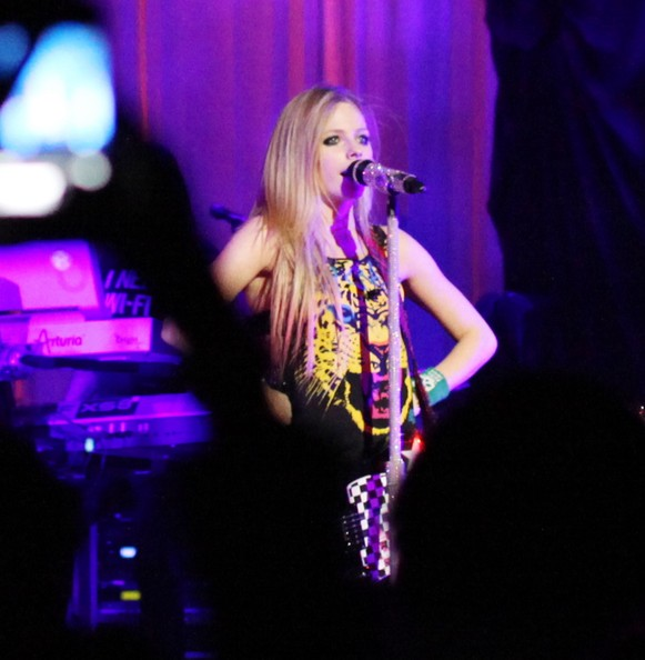 avril lavigne  tour dates