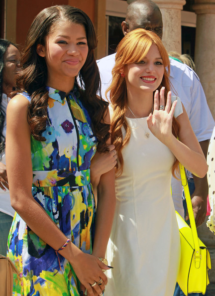 Bella Thorne and Zendaya Coleman - Bella Thorne and Zendaya Interview With Extra