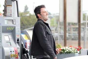 Ben Affleck Ben Affleck Fills Up His Chevelle