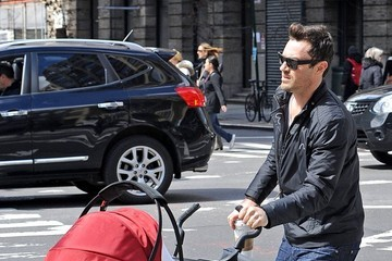 Brian Austin Green Brian Austin Green Out For A Stroll In NYC