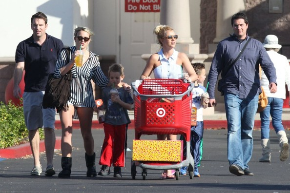 Britney+Jamie+Lynn+Spears+Take+Boys+Shopping+wrqfyPsbfd7l.jpg
