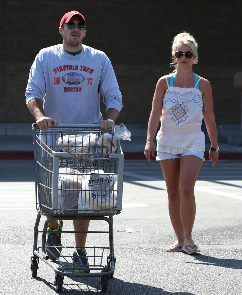 Britney+Spears+Britney+Spears+Shops+Wal+