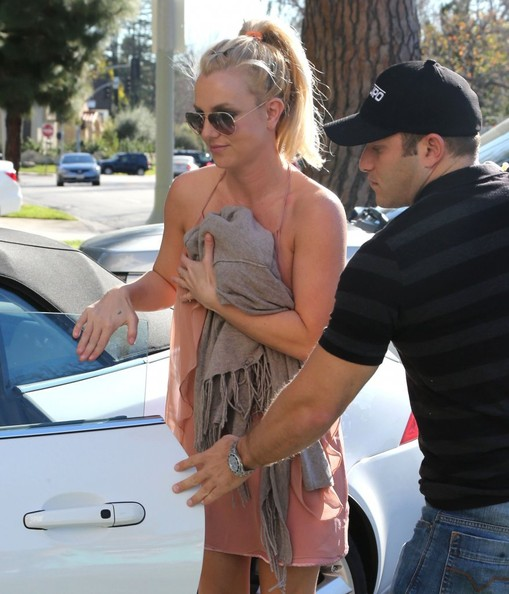 Britney Spears - Britney Spears Stops By A Friends House In Beverly Hills
