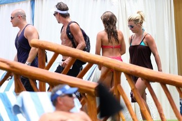 Britney Spears Jason Trawick Britney Spears And Jason Trawick Hanging Out Poolside In Maui