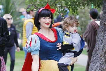 Brooks Stuber Molly Sims & Son Trick Or Treating