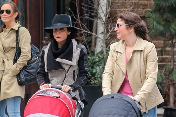 Bryn Hoppy Bethenny Frankel Takes Bryn For A Walk In New York City