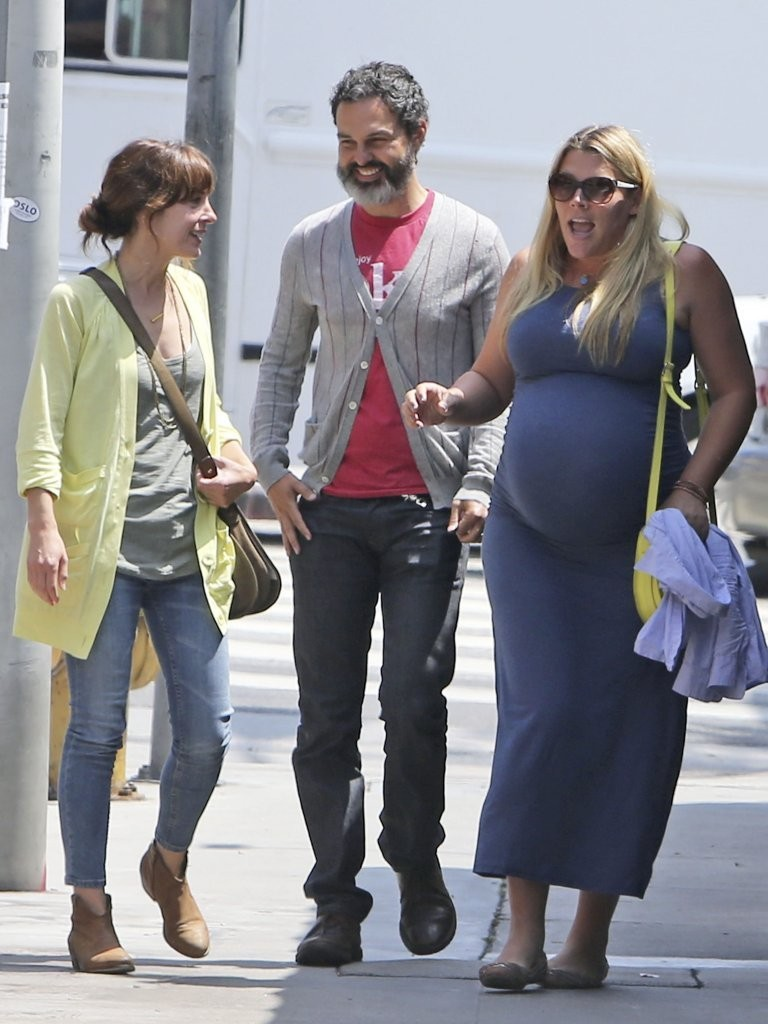 busy philipps and marc silverstein photos photos busy phillips grabs lunch with friends zimbio. Black Bedroom Furniture Sets. Home Design Ideas