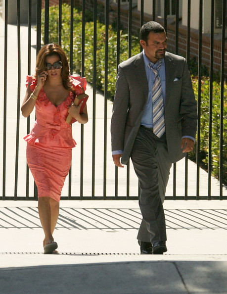 http://www1.pictures.zimbio.com/fp/Cast+Desperate+Housewives+Seen+Set+2+QYwd7mRPllDl.jpg
