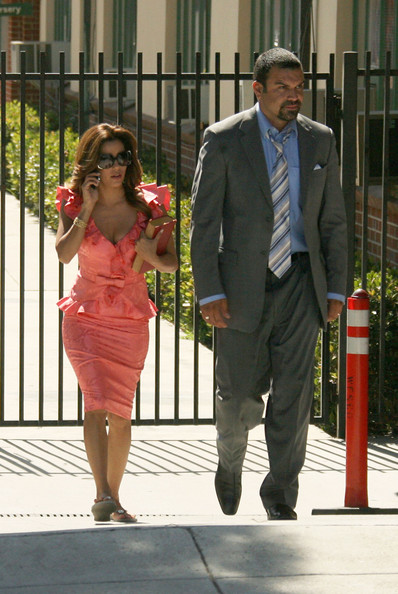 http://www1.pictures.zimbio.com/fp/Cast+Desperate+Housewives+Seen+Set+2+mtC4i1e2IIZl.jpg