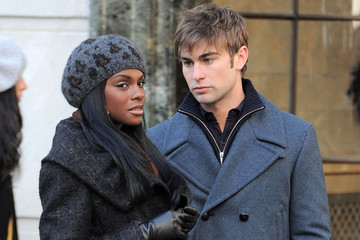 """Tika Sumpter Chace Crawford Chace Crawford & Tika Sumpter On Set Of """"Gossip Girl"""""""