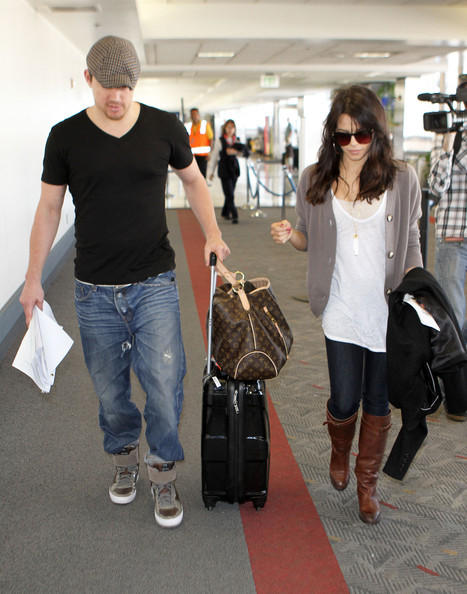 channing tatum wife. Channing Tatum & Wife Catching A Flight At LAX Airport