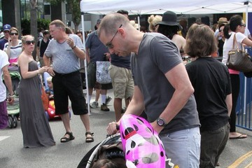 Charlie Cryer Jon Cryer and His Family Shop at the Farmers Market