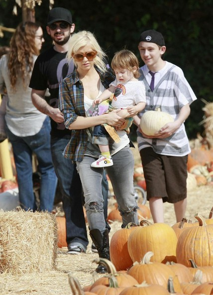 Christina Aguilera Taking Her Son To The Pumpkin Patch 2