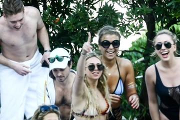 Corinne Olympios Corinne Olympios and Friends Enjoy a Party in Miami