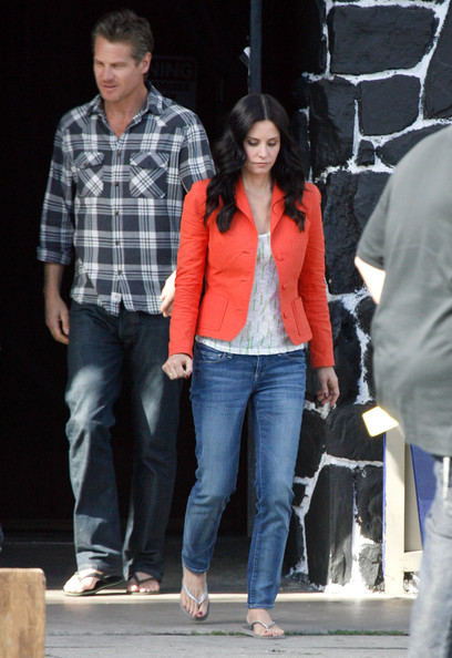 Actress Courteney Cox seen using a cane on the set of 'Cougar Town' in Los Angeles, CA. Courteney had a slight limp. Also on set was Brian Van Holt.