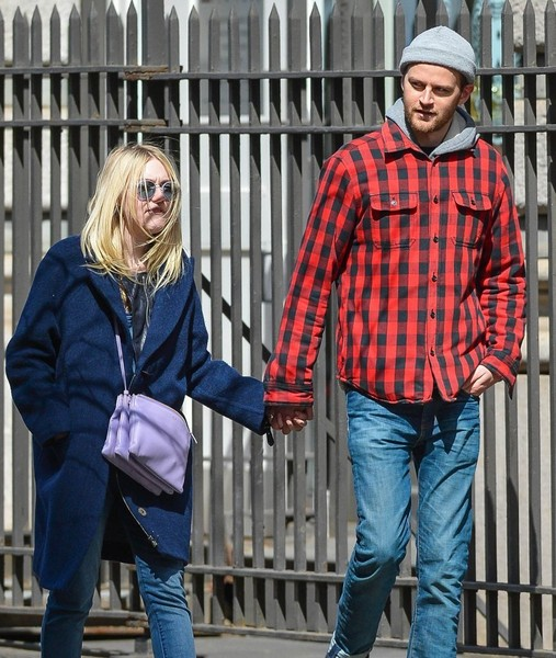 Dakota Fanning and Jamie Strachan Out For a Stroll in NYC