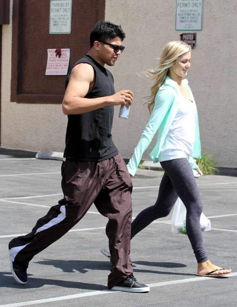 victor and lindsay dancing with the stars dating Alek skarlatos and lindsay arnold dating rumors emerge on dancing with the stars: pro dancer just married sam cusick celebrities go to rehearsals for  dancing with the stars on march 2013 in hollywood, california pictured: victor ortiz, lindsay arnold - dancing with the stars celebs go to rehearsals.