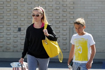 Deacon Phillippe Reese Witherspoon Goes Shopping With Deacon