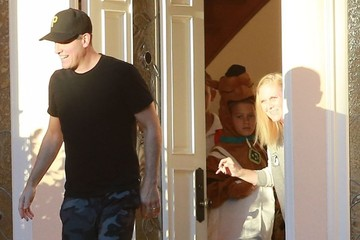 Deacon Phillippe Reese Witherspoon and Her Family Go out Trick-or-Treating