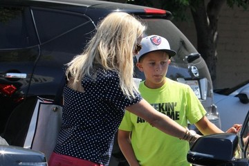 Deacon Phillippe Reese Witherspoon Takes Her Boys out for Lunch