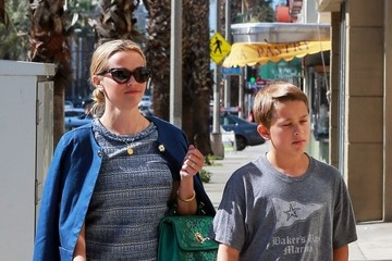Deacon Phillippe Reese Witherspoon Spends Time Out with Her Son Deacon