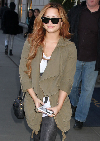Demi Lovato - Demi Lovato Leaving Her Hotel In New York