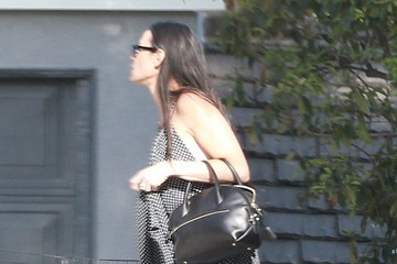 Demi Moore Demi Moore Receives Flowers for Mother's Day