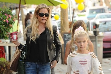 Denise Richards Lola Sheen Denise Richards Takes Her Girls Out For Iced Coffee