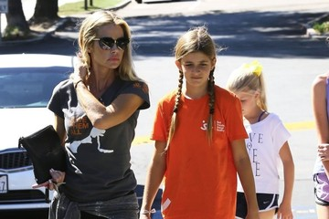 Denise Richards Lola Sheen Denise Richards Takes Her Daughters Out to Lunch