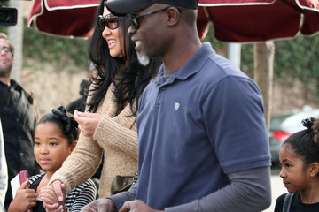 Ming Lee Djimon Hounsou & Family Eating Lunch In Los Angeles