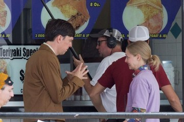 Ed Helms Amanda Seyfried And Ed Helms On The Set Of 'The Clapper'