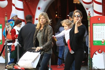 Elisabetta Canalis Elisabetta Canalis & Her Daughter Skyler Visit The Santa House At The Grove