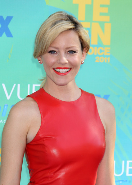 http://www1.pictures.zimbio.com/fp/Elizabeth+Banks+2011+Teen+Choice+Awards+Arrivals+_5KLP_tY4f4l.jpg