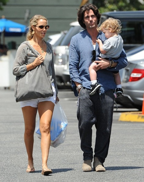 Elizabeth berkley and greg lauren photos photos elizabeth berkley elizabeth berkley family out for lunch in brentwood voltagebd Image collections