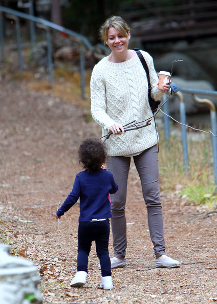 http://www1.pictures.zimbio.com/fp/Ellen+Pompeo+Takes+Daughter+Hike+lnCMLUQBdyjl.jpg